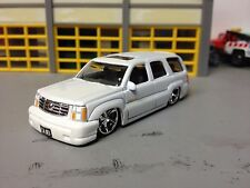 "1/64 2002 Cadillac Escalade in Pearl White/Gray Int        Slammed on 22"" DUBS"