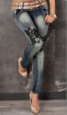Crash-Jeans mit Spitzen-Verzierung in blue washed