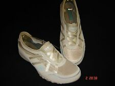 WOMENS' SKECHERS BREATH EASY Relaxed Fit