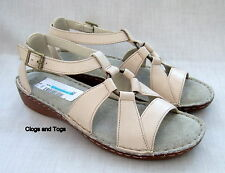 NEW CLARKS PROSPECT BAY CREAM LEATHER SANDALS SIZE 5 / 38
