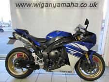 YAMAHA YZF R1 IMMACULATE BIKE WITH LEO VINCE RACE CANS AND TAIL TIDY