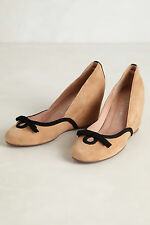 Anthropologie Bowed Almond Wedges Size 9, Beige Suede Bow Pumps Jeffrey Campbell