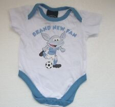 NEW  MANCHESTER CITY BABYGROW SLEEPSUIT VEST 12-18 MONTHS Football Baby