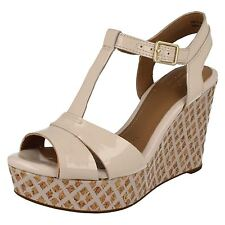 Clarks Womens Amelia Roma Nude Pink Patent Casual Wedge Sandal Shoe
