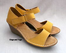 NEW CLARKS ORIENT SEA WOMENS HONEY NUBUCK LEATHER WEDGE SHOES