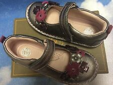 Stride Rite Medallion Collection Kenway Pewter V Mary Janes Toddler Size 7W- 12W