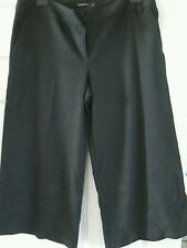 Ladies 3/4 length trousers size 14  atmosphere
