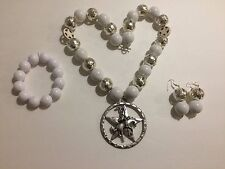 White and Silver Tone Chunky Bead Western Necklace Set With a Rhinestone Star
