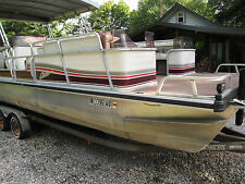 1991 LOWE 246 Classic Pontoon Boat, 70hp Johnson with Trailer