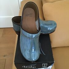Dansko Professional Eelskin Clogs in Patent Blue Size 40 US Size 9/9.5 With Box
