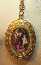 Lovely Goldtone Scallop Rim Jesus Teaching In The Temple Cameo Locket Necklace