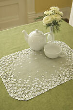 """Heritage Lace Blossom Placemat 14"""" x 20"""" Ecru/White"""