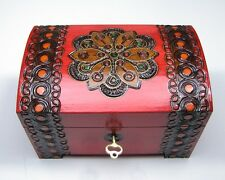Incrustation and Varnished Wooden BOX, Lockable CHEST 14 x 9 x 9cm HANDMADE