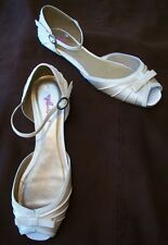 NEW LADIES GOLD SATIN EFFECT OPEN TOE FLAT SANDALS SIZE 5 6 WOMENS BOW DETAIL
