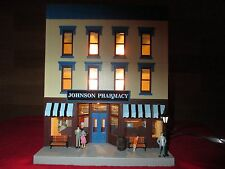 O SCALE  MTH 30-90443 JOHNSON PHARMACY 3 STORY CITY BUILDING