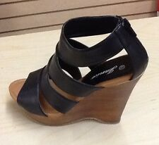 Wedge Heel with zipper in the back. Easy to put on and take off. Rosa 11
