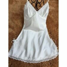 Fashion Silk Satin Material Lace Decorated V-neck Nightgown for Women