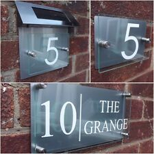 MODERN HOUSE SIGN PLAQUE WHITE DOOR NUMBER STREET GLASS EFFECT ACRYLIC ALUMINIUM