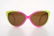 Cute pointy cateye sunglasses in retro 50s design in various colors
