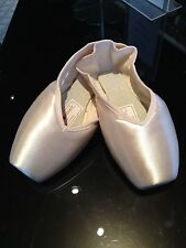 Russian Pointe, Entrada Pointe Shoes