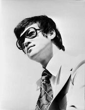 Bruce Lee Posed in Suit and Printed Necktie High Quality Photo