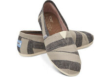 TOMS Classic Canvas Beige And Navy Women New With Box