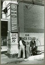 Secondhand clothing & pawn shop,Atlas Hotel,Memphis,Tennessee,October 1939