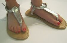 NEW CHATTIES GIRLS SILVER THONG SANDALS 12/13, 1/2