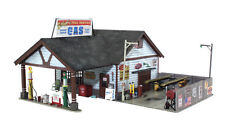 HO Scale - Ethyl's Gas and Service **BUILT & TABLE READY**  WOO-BR5048