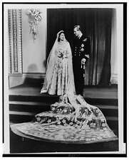 Queen Elizabeth II,Prince Philip,Wedding Dress,Military Uniform,1947,Marriage