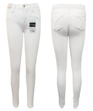 WAKEE WHITE HIGH RISE SKINNY LEG JEANS WITH FEATURE BACK POCKETS.