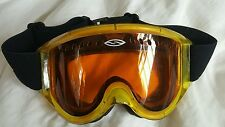Yellow Smith ski/snowboard goggles with cleaning cloth and carrying sleeve