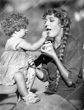 Mary Pickford Mary Louise Miller enjoy puding silent film Sparrows 8b4-867