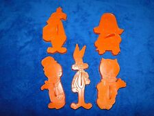 NEW WILTON VINTAGE LOONEY TUNES BUGS BUNNY AND THE GANG  COOKIE CUTTERS