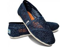 BRAND NEW AUTHENTIC TOMS CLASSICS WOMENS NAVY CROCHET SLIP ON FLATS SHOES