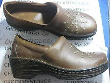NEW   BORN BOC B.O.C Surina Womens Brown/Mocha Leather Slip-On Closed Back Clogs