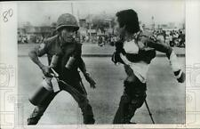 1977 Press Photo Saigon, Vietnam Rioters Start Fire in Presidential Protest
