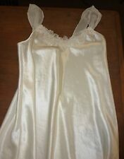 CALIFORNIA DYNASTY - CREAM SATIN NIGHTGOWN Delicate Lace Flowers MISSES S