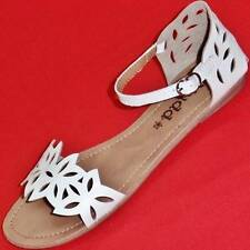 NEW Women's White MUDD TULIP Flat Strappy Fashion Sandals Casual Dress Shoes