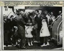 1958 Press Photo Vice Pres & Family Greeted By Pres Eisenhower on Their Return