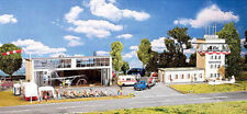 AIRPORT SMALLTOWN - TERMINAL TOWER & HANGER -AIRPLANES & INTERIOR - HO Scale KIT