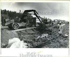 1982 Press Photo Backhoe Excavates Earth from Shoulder of Interstate 5