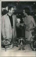 1953 Press Photo Doug Ford Receives Winnings From Miami Open Golf Tournament