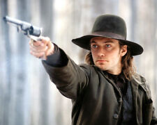 COLD MOUNTAIN JUDE LAW POINTING GUN IN HAT PHOTO OR POSTER