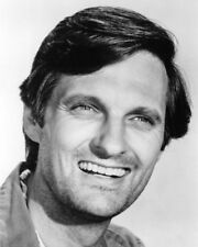 M*A*S*H ALAN ALDA CLASSIC SMILE AS HAWKEYE PHOTO OR POSTER