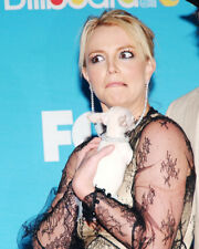 BRITNEY SPEARS HOLDING CHIHUAHUA PHOTO OR POSTER