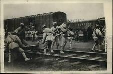 1927 Press Photo Shanghai Northern troops load guns on a train in Shanghai