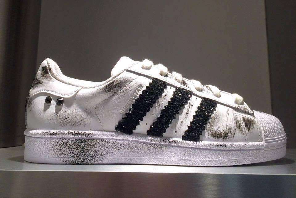 sneakers adidas bianche borchie