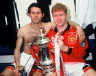 RYAN GIGGS 31 WITH PAUL SCHOLES (MANCHESTER UNITED) MUGS AND PHOTO PRINTS