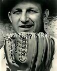 Stan Musial 1959 Poses With New Rawlings Glove 8x10 11x14 12x18 Photo Cardinals